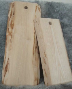 Skärbräden med del av bark kvar